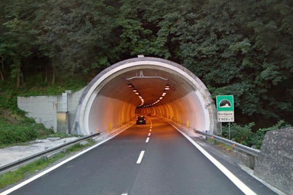 Galleria-Boschi-A10—ripristino-della-canalina-e-dell'impianto-di-illuminazione-permanente-e-di-rinforzo