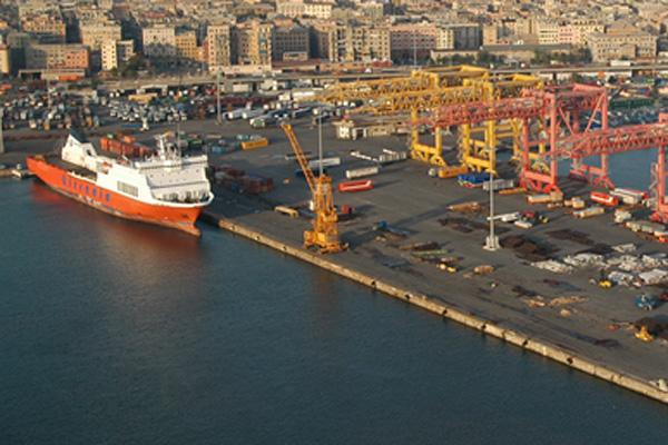 Terminal-San-Giorgio-installazione-di-nuova-torre-faro-a-led-a-ridotto-consumo-energetico